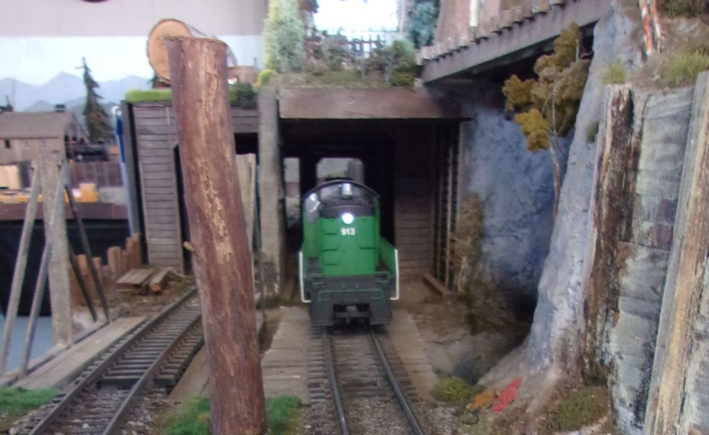 Diesel 913 exiting Tunhnel #2